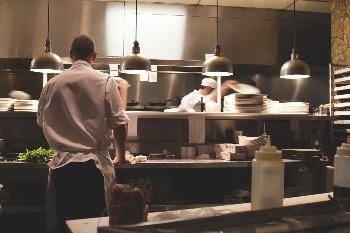 https://pixabay.com/es/cocina-trabajo-restaurante-cocinar-731351/